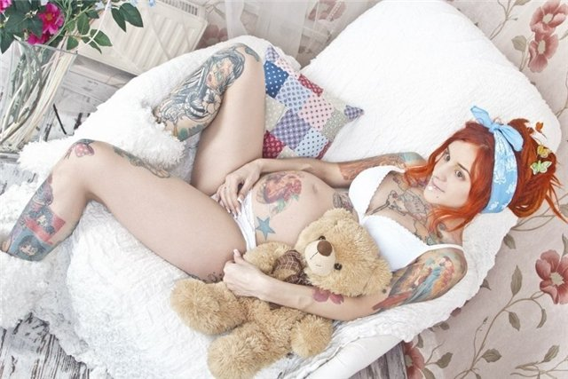 девушки с татуировками нарисованные: