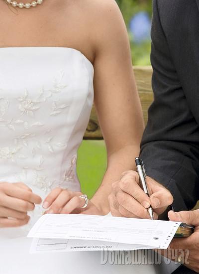 троих чтомодет вклбчено в брачный договор чтоб не рпзвестись вообще лишенному интеллекта
