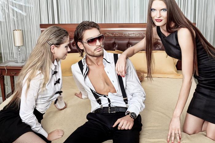 Сочетание мужчин и женщин в триаде может быть ММЖ (традиционная