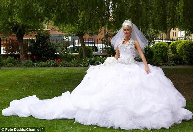Смотреть самое пышное свадебное платье